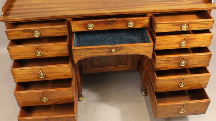 Antiker englischer Mahagoni Schreibtisch 19. Jh