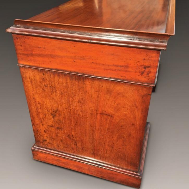 Antiker britischer Mahagoni Schreibtisch ca 1860