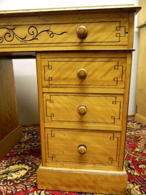 Antiker britischer Satinholz Schreibtisch ca 1890