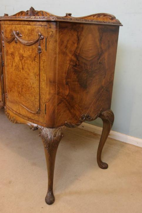 Antikes britisches Nussbaum Sideboard ca 1930