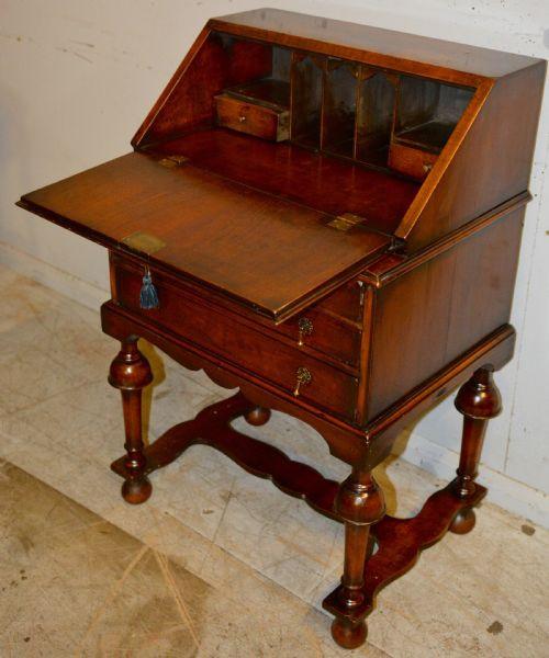 Antiker britischer Nussbaum Sekretär Ladies Desk ca 1870