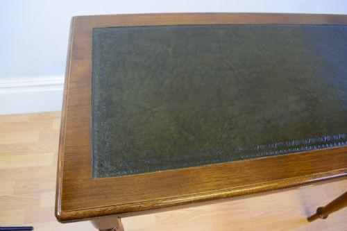 Antiker britischer Nussbaum Schreibtisch ca 1880