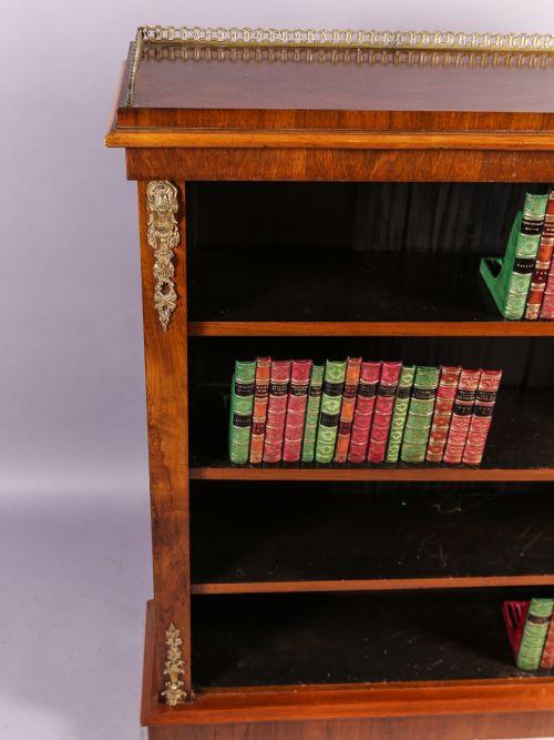 Englischer viktorianischer Bücherschrank Nussbaum antik ca 1860