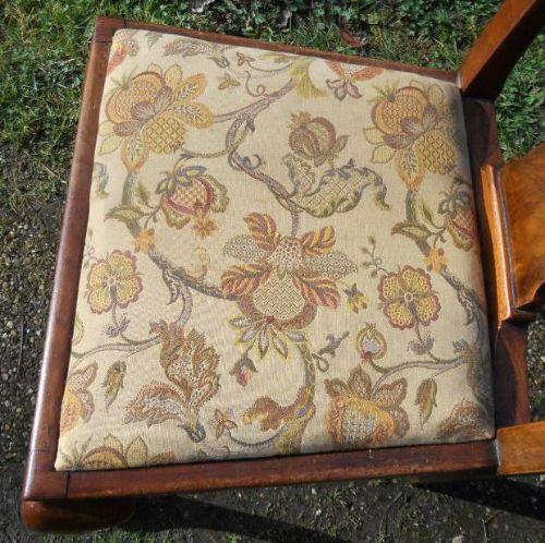 Antike britische Nussbaum Stühle ca 1920