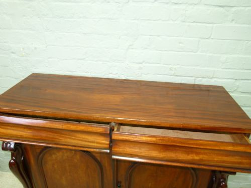 Antikes britisches Mahagoni Sideboard ca 1850