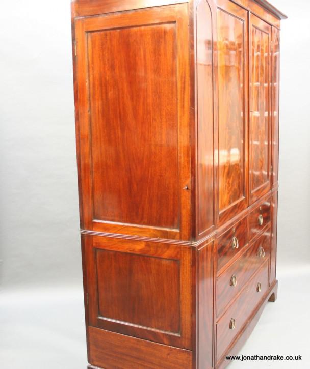 Antiker britischer Mahagoni Kleiderschrank ca 1800