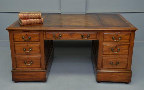 Antiker britischer Mahagoni Schreibtisch ca 1920