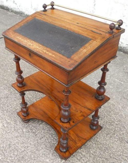 Viktorianischer Englischer Antiker Nussbaum Schreibtisch ca. 1870
