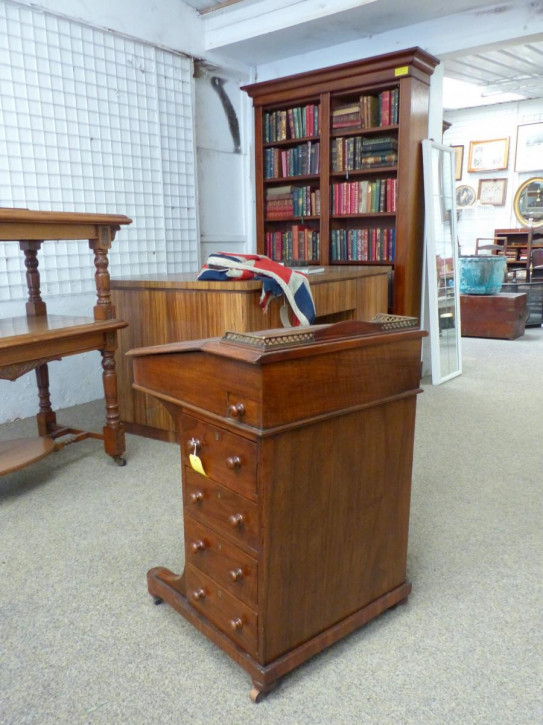 Viktorianischer Englischer Antiker Nussbaum Davenport Schreibtisch ca. 1860