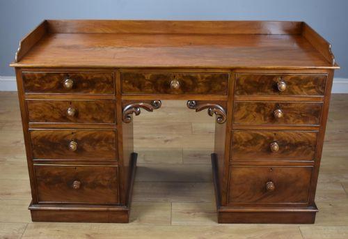 Englischer Viktorianischer Mahagoni Schreibtisch antik ca. 1860