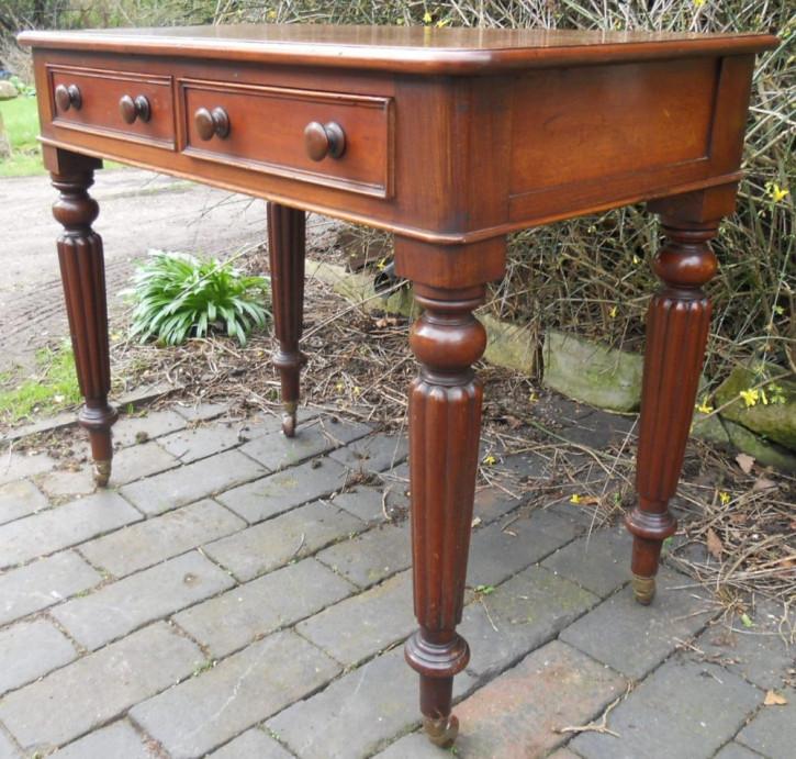 Viktorianischer Englischer Mahagoni Schreibtisch antik ca. 1850
