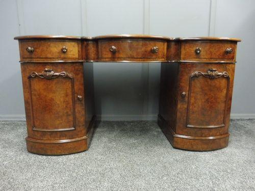 Viktorianischer Englischer Grat Nussbaum Schreibtisch antik ca. 1870