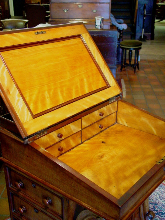 Antiker britischer Davenport Schreibtisch Mahagoni ca 1830
