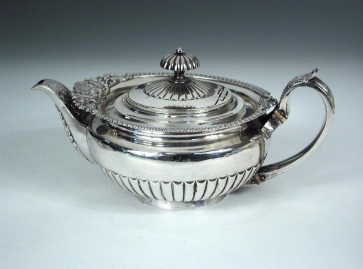 große silberne Teekanne George IV von William Eley ii, London 1823