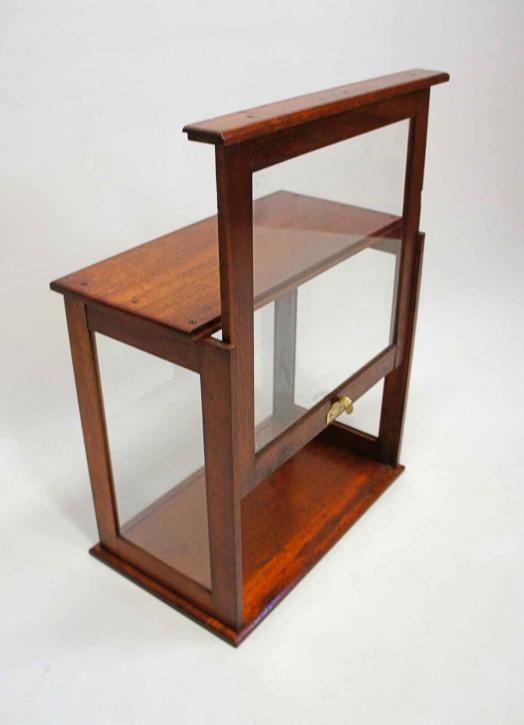 antike verglaste Tischvitrine, glasierte Oberfläche,  aus dem frühen 20. Jahrhundert