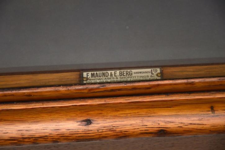 Antike Mahagoni Vitrine von f. maund & e. berg ca. 1880