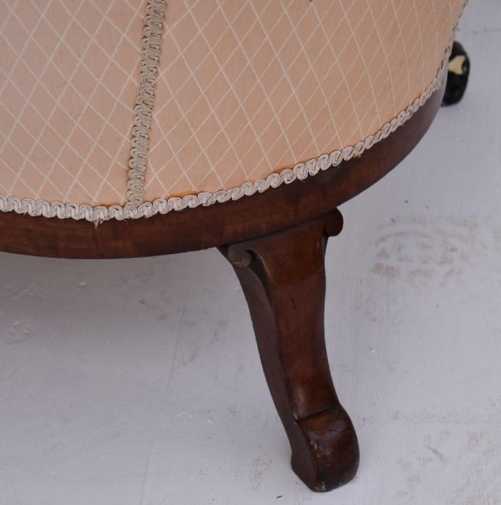 Antikes viktorianisches Doppelsofa aus einem Mahagonirahmen