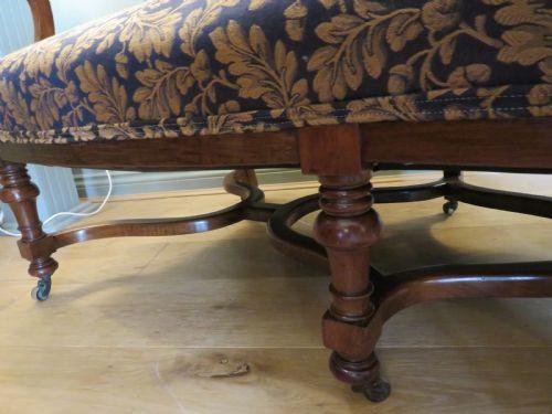 "Antikes viktorianisches ""Hump Back"" / ""Camel Back"" Sofa aus dem 19. Jahrhundert"