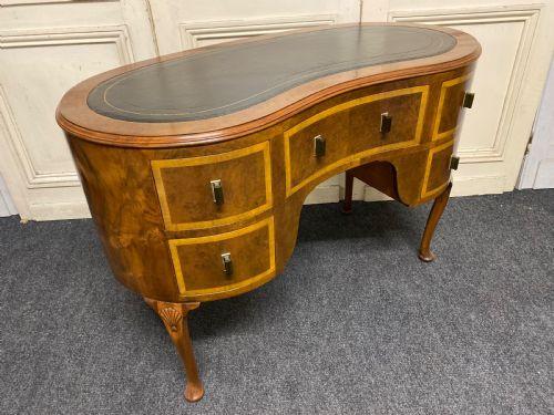 Nussbaum Schreibtisch Massivholz antik ca 1930