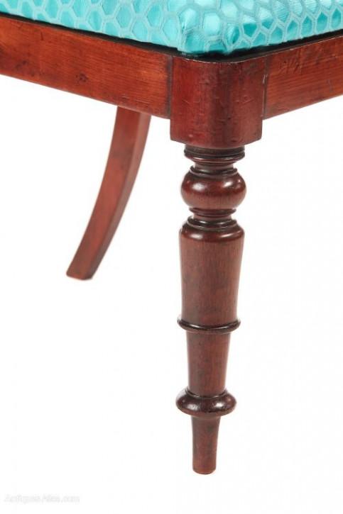 antiker Satz von vier viktorianischen Ballon-Esszimmerstühlen Mahagoni Massivholz