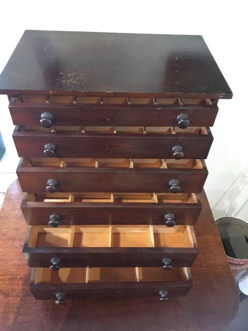 Weichholz Sammlerkiste mit sechs Schubladen aus dem 19. Jahrhundert, antik