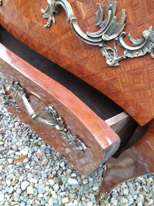 Antike französische Veilchenholz Kommode aus dem 19. Jahrhundert