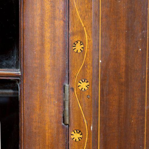 Hübscher George III.-Eckschrank aus Mahagoni Massivholz um 1790 antik