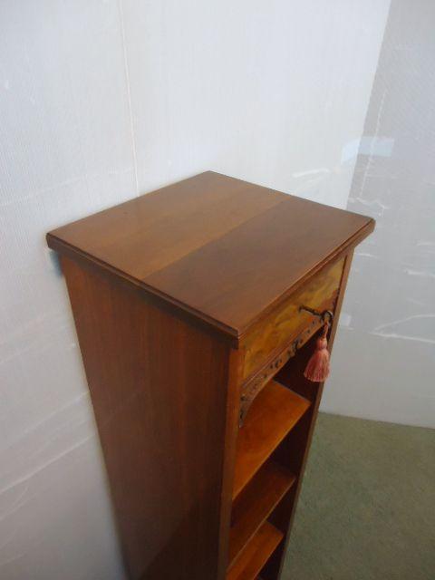 Antikes, schmales Bücherregal aus Nussbaumholz Massivholz um 1910
