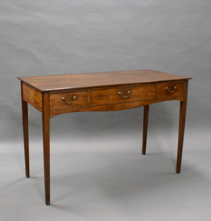 Antiker Beistelltisch aus Mahagoni Massivholz 1790