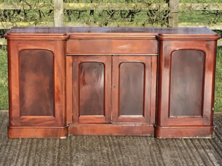 Antikes breakfront Sideboard aus Mahagoni Massivholz viktorianisch