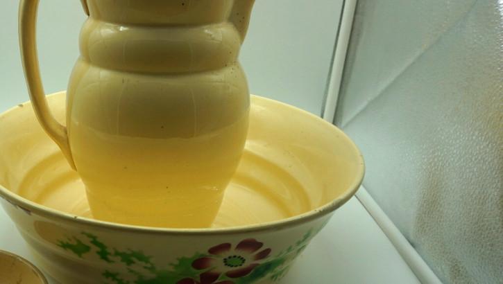 Gelbes blumiges 3er Porzellanset Kanne und Schüsseln