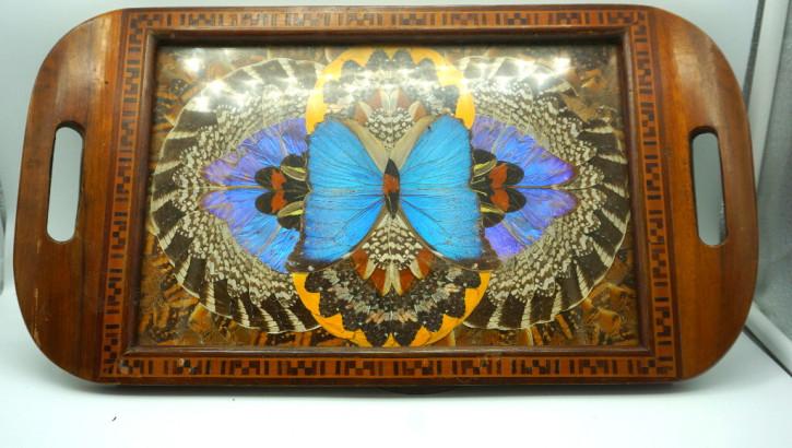 Tablett aus Holz mit Schmetterlingen