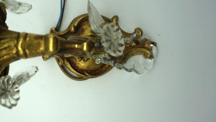 Messingwandleuchter mit Kristallen