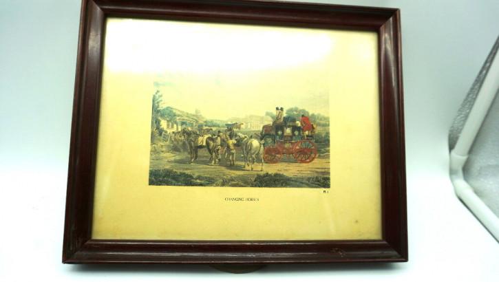 Zwei antike Holzbilderrahmen Kutschenmotive