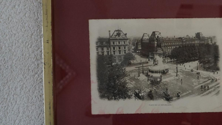 Antiker Goldrahmen Schwarz Weiß Gemälde Stadtplatz