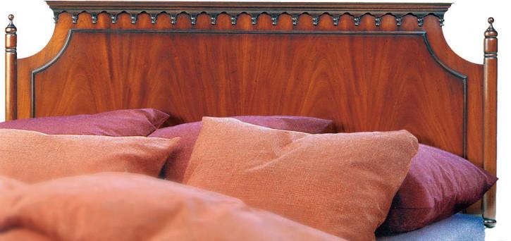 Antikes Bett mit Kopfteil in Mahagoni Mahagoni Bettgestell