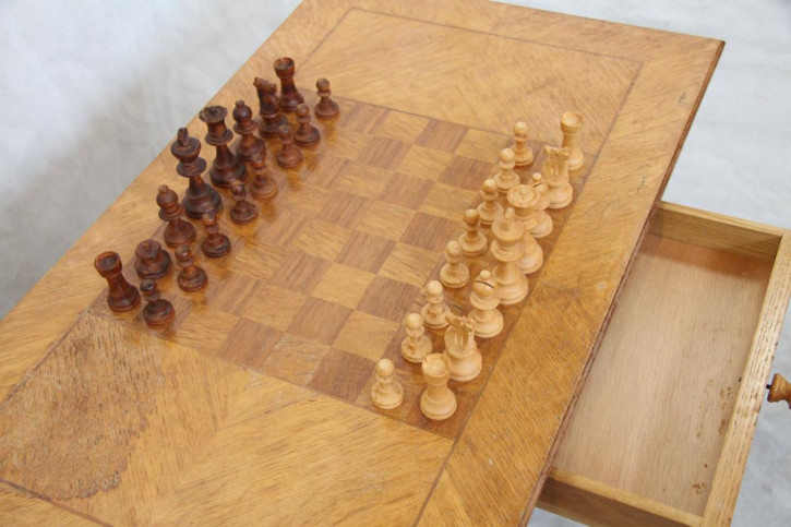 Schachtisch mit Figuren  Eiche  Antiktable chess