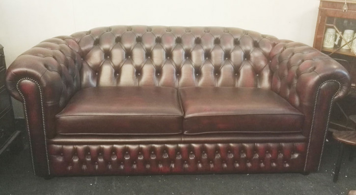 """Cambridge"" Chesterfield 3-Sitzer in Birch Antique Red"