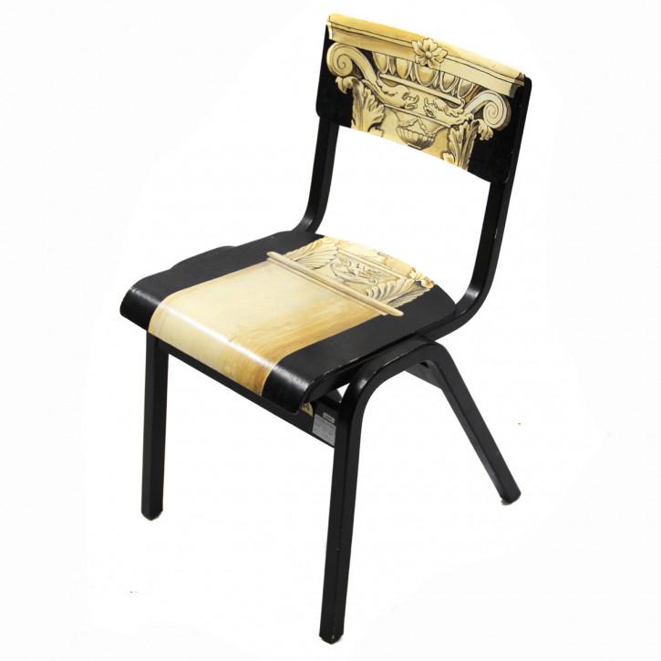 Außergewöhnlicher single chair mit bemalten Motiven