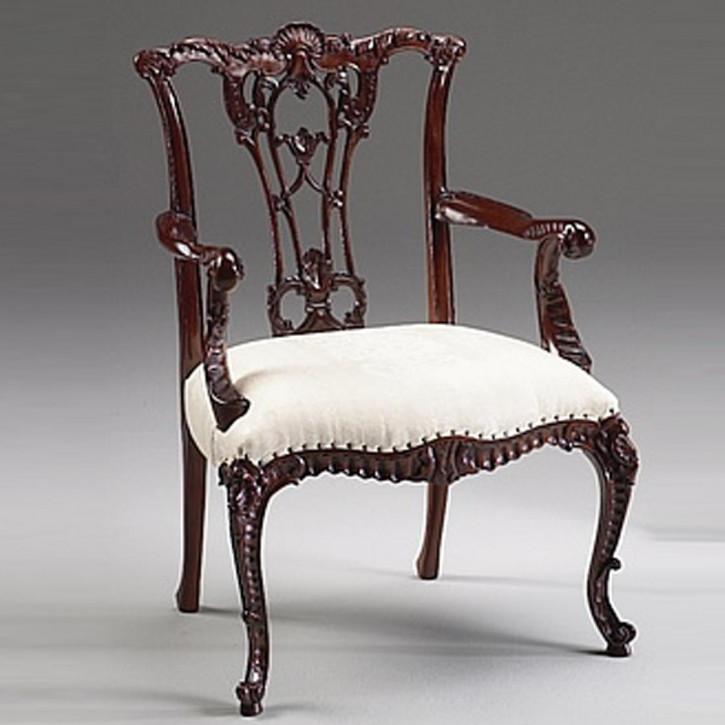 Chippendale Stuhl mit Armlehnen aus Holz mit weißem Sitzkissen im Antik-Look
