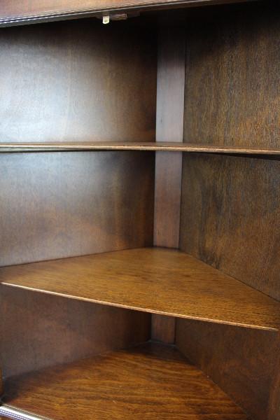 Vitrinen-Eckschrank Mahagoni Corner Cupbaord Patina