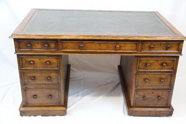 Schreibtisch Pedestal desk Viktorian handpatina Massiv