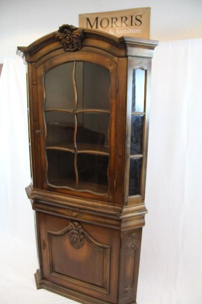 Vitrinen-Eckschrank Victorian mit Holzaplikationen