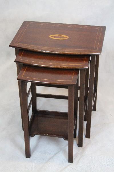Nest of table England Edwardian  Mahagoni