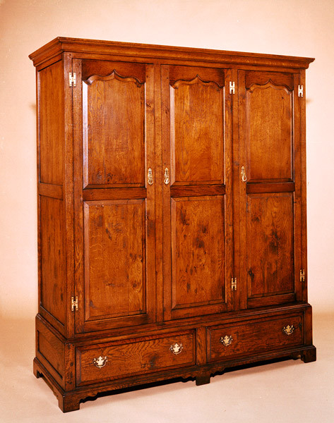 Linen Press - Three Door - 2 Drawer