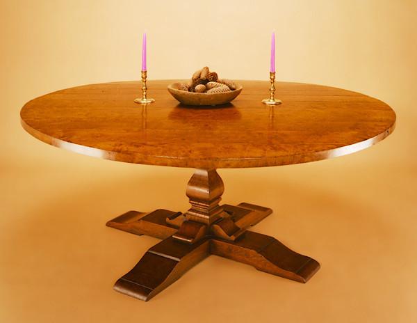 Round Table - Square Column - Cross Base Tisch Rund Ulme
