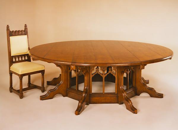 Dining Table - Pugin Gothic Design Tisch Rund