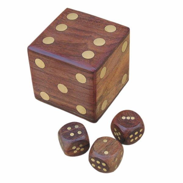 Würfel-Box mit 5 Würfeln, Holz/Messing, 6x6x6cm