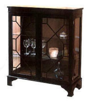 Display Cabinet mit hölzernen Türstreben