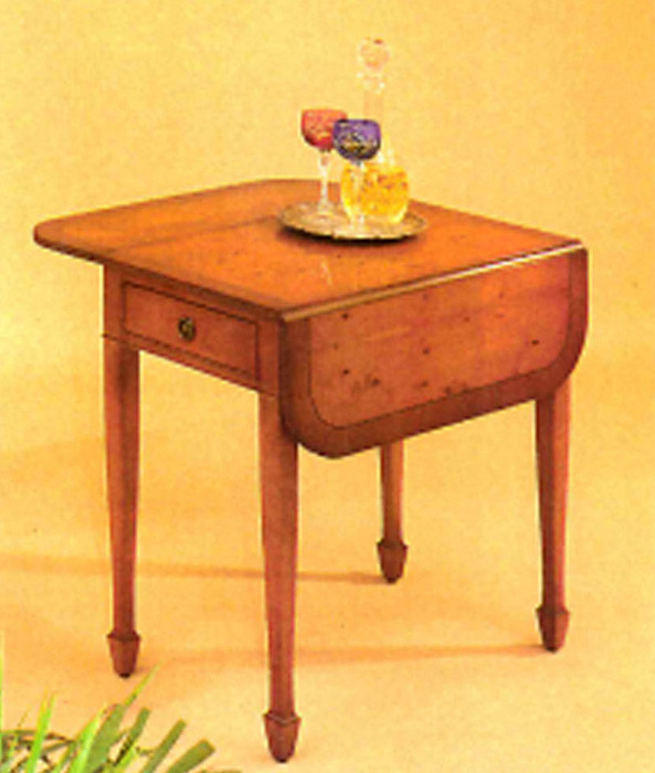 Pembroke table with drawer. Mahagony or Yew.